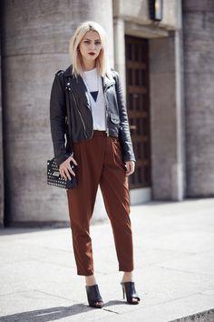 Fall Fashion | wearing brown Zara pants, Mango leather jacket and Mules |Berlin Street Style via Masha Sedgwick