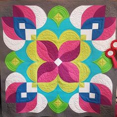 Heather's Posh Blossom quilt is absolutely gorgeous! The quilting and fabric choice is perfect! Very Easy Rangoli Designs, Indian Rangoli Designs, Rangoli Designs Latest, Rangoli Designs Flower, Free Hand Rangoli Design, Rangoli Border Designs, Rangoli Patterns, Rangoli Designs With Dots, Rangoli Designs Images