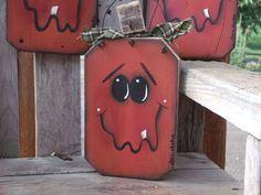 Barn wood Fence Pumpkin Halloween Decoration. $5.00, via Etsy.