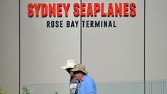 Richard Cousins era CEO do Compass Group e estava de férias na Austrália com os dois filhos, a noiva e a filha dela. Morreram os cinco quando o avião onde seguiam caiu num rio, na tarde deste domingo. http://observador.pt/2018/01/01/ceo-do-maior-grupo-de-