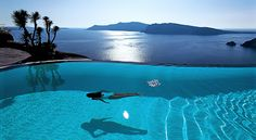 perivolas resort on santorini, greece; ah, Santorini was the best! Santorini Grecia, Oia Greece, Santorini Island, Santorini Hotels, Santorini Italy, Greece Hotels, Santorini Travel, Infinity Pools, Amazing Swimming Pools