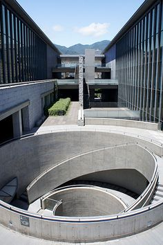 Hyogo Prefectural Museum of Art. Image Courtesy of Wikimedia Commons