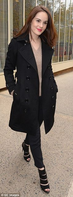 Michelle Dockery is ladylike in chic trench coat and heels - Super chic: Michelle added a pair of skinny jeans to her coat to show off her long legs, w… - Downton Abbey, Winter Chic, Deep Winter, Michelle Dockery, Dramatic Classic, Hollywood Celebrities, Dress And Heels, Looking Gorgeous, Celebrity Style