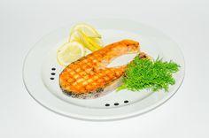 Ψάρι ψητό με λάδι, λεμόνι, πιπέρι και ρίγανη  http://www.superbe.gr/article/122357