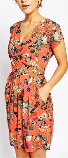 Great dress, pattern, plus pockets - what more could you want?!