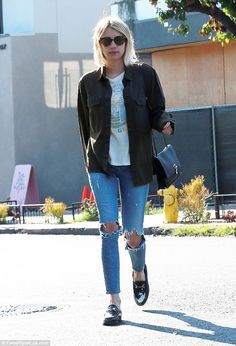 Emma Roberts is stylish in distressed denim during shopping trip in LA | Daily Mail Online