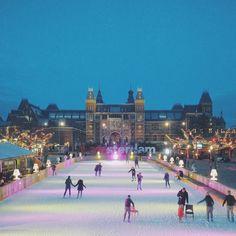 Ice-skating in Amsterdam - #Amsterdam #Rijksmuseum