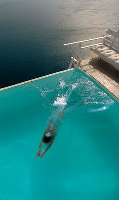 cool pool: diving at the edge of the flat world!
