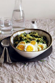 Esmagado de batata doce com espinafres e ovos cozidos/ Mashed sweet potatoes with spinach and boiled eggs