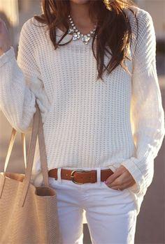 Não é apenas no Ano Novo que podemos usar um look all White. Essa tendência veio direto das passarelas para as vitrines de todas as lojas. E agora vamos começar a ver mais ainda nas coleções de Out…