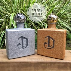 Deleon Tequila Glam Bottle by #ChampagneBisou   Orders & inquiries: ChampagneBisou@Gmail.com   #deleontequila #tequila #deleon #glambottle #poppinbottles #pdiddy #puffdaddy Deleon Tequila, Glitter Bottles, Liquor Bottles, Champagne, Projects To Try, Gift Wrapping, Gifts, Paper Wrapping, Presents