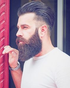 Face shape is an important factor to determine which beard style will suit on you. These are beard style for round face men to make your decision easier. Latest Beard Styles, Long Beard Styles, Hair And Beard Styles, Beards And Hair, Beard And Hairstyles, Hairstyle Men, Thick Beard, Bald With Beard, Sexy Beard