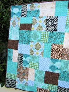Love the block pattern of this quilt...and the colours, turquoise is lovely.
