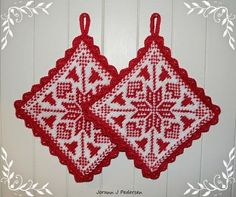 Ravelry: Bjelleklang pattern by Jorunn Jakobsen Pedersen Potholder Patterns, Crochet Potholders, Knitting Patterns Free, Free Knitting, Crochet Patterns, Free Pattern, Crochet Stitch, Free Crochet, Knit Crochet