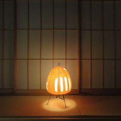 Akari 1AT. Noguchi table lamp.