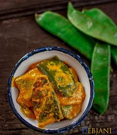 Sheemer Jhal or Shorshe Sheem. Bengali Sheemer Jhal or Shorshe Sheem is a vegan and vegetarian side prepared with broad beans and mustard paste Bengali Fish Recipes, Indian Food Recipes, Asian Recipes, Ethnic Recipes, Bangladeshi Food, Bengali Food, Beans Curry, Fish Curry, Curry Recipes