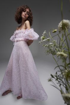 Giambattista Valli Resort 2021 Collection - Vogue Runway Fashion, High Fashion, Fashion Show, Fashion Trends, Fashion Details, Dress Fashion, Fashion Fashion, Fashion Inspiration, Fashion Outfits
