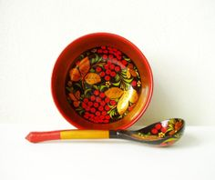 Russian bowl and spoon Vintage Soviet memorabilia by MerilinsRetro, $29.00