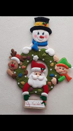 Nancy Esther Lazarte's media content and analytics Felt Christmas Decorations, Xmas Wreaths, Felt Christmas Ornaments, Christmas Colors, Christmas Stockings, Christmas Projects, Christmas Humor, Felt Crafts, Christmas Fun