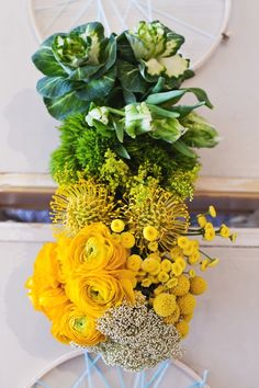 green to yellow ombre flowers // green // yellow // flower arrangements // centrepiece