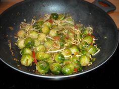Spruitjes heel anders en heel erg lekker! Pittig gekruid. Zo lekker heb je spruitjes nog nooit gegeten Zo kan het dus ook.