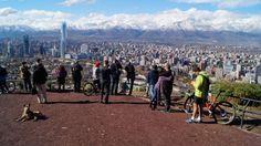 Santiago de Chile, vista desde el cerro San Cristóbal, se aprecia la Cordillera de Los Andes.