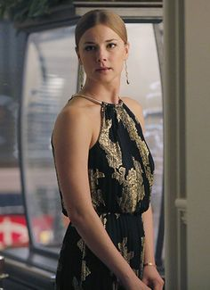 revenge: emily vancamp as emily thorne Tv Show Outfits, Fall Outfits 2018, Emily Revenge, Revenge Tv, Fashion Tv, Fashion Outfits, Victoria Grayson, Halter Gown, Halter Neck