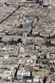 """Photo aérienne de Paris (5è, 1er et 4è arrondissements), avec le Panthéon, Notre Dame, le centre Georges Pompidou (Beaubourg) et au fond la Gare de l""""Est. Aerial view of Paris ; in the foreground the """"Panthéon"""", then the cathedral """"Notre Dame"""", the """"Centre Georges Pompidou"""" with its famous coloured architecture and in the background the """"Gare de l'Est"""" station.© Philippe Graindorge"""