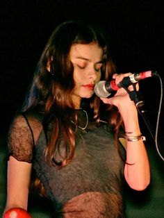 Hope Sandoval of Mazzy Star, Hope Sandoval, Pretty People, Beautiful People, Beautiful Women, Mtv, Shakira, Mazzy Star, We Will Rock You, Riot Grrrl