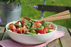 Summersalad with strawberries, tomatoes, apple and cheese