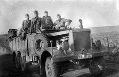 """Солдаты Вермахта в грузовике """"Einheits-Diesel""""."""