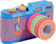 A paper Leica made by Zim & Zou, a french graphic design studio - video showing behind the scenes...
