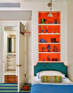Home tour: festa das estampas e cores fortes  Nice the orange closet !!