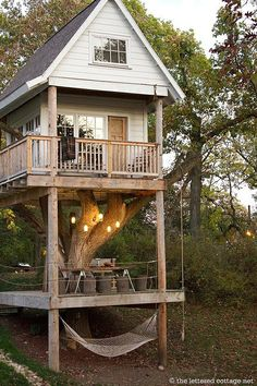 This honestly reminds me of my playhouse from when I was a kid, would love to have this!
