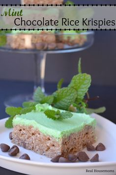 These Mint Chocolate Rice Krispie Treats are delicious with the chocolate in the marshmallow and the mint flavored frosting. They are perfect for spring or St. Rice Crispy Bars, Rice Crispy Treats, Krispie Treats, Creative Desserts, Just Desserts, Dessert Recipes, Mint Chocolate, Chocolate Recipes, Chocolate Rice Krispies