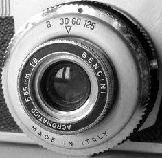 Un'altra macchina fotografica dal Mercatino di Marina di Pisa (terza domenica del mese). Tra le fotocamere – che ormai sono diventate rare (per inciso: anche al mercatino delle pulci di…