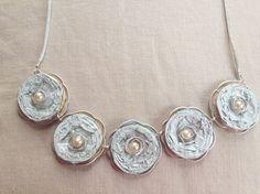 Kette mit Blumen aus Nespresso Kapseln und Perlen