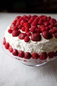 Norwegian birthday cake (Bløtkake)