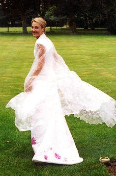 Isabelle de Borchgrave - Schilder, ontwerper, kunstenaar, beeldend kunstenaar,... PAPER wedding dress & veil.