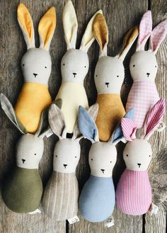lapin-hochet lin et coton - linen and cotton bunny-rattle - one of a kind - eco friendly natural toy