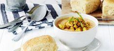 Lempeä broilerikeitto | Pääruoat | Reseptit – K-Ruoka Chana Masala, Cantaloupe, Soup Recipes, Curry, Food And Drink, Cheese, Fruit, Ethnic Recipes, Koti
