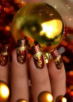 Top 35 Manicure Ideas for Christmas  #christmasmanicure #manicureideas #christmasnaildesign #christmasnailart #christmasnails