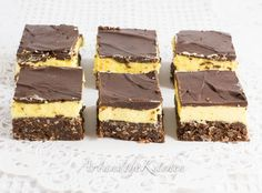ArtandtheKitchen: Nanaimo Bars Delicious layers of chocolate coconut crumb, custard filling and chocolate coating. Xmas Desserts, Cookie Desserts, Sweet Desserts, No Bake Desserts, Cookie Recipes, Dessert Recipes, Nanaimo Bars, Christmas Baking Gifts, Christmas Recipes