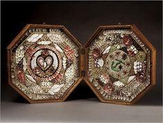 """Le charme rétro et désuet des """"sailor's Valentine """" la Saint-Valentin des marins Pour conjuguer création et plaisir de la collecte des coquillages afin de créer un tableau unique pour dire """"je t'aime"""" A la fin du XIXe siècle, ces boîtes octogonales en..."""