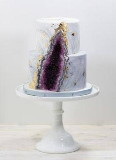 The crystal cake is a wonderful trend for weddings - Combine crystal cake with natural stone – white marble and amethyst - Pretty Cakes, Beautiful Cakes, Amazing Cakes, Wedding Cake Centerpieces, Crystal Cake, Geode Cake, Fresh Flower Cake, Traditional Cakes, Cake Tasting