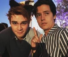 Images and videos of riverdale aesthetic Kj Apa Riverdale, Riverdale Aesthetic, Riverdale Archie, Riverdale Funny, Riverdale Cast, Zack Y Cody, Archie Jughead, Cole Sprouse Jughead, Dylan And Cole