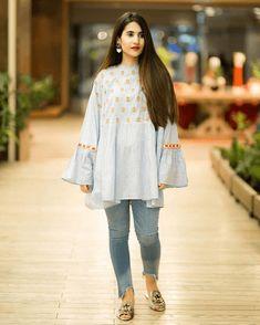 16 Different Ways To Wear Kurtis With Jeans For Women Simple Kurti Designs, Kurta Designs Women, Simple Pakistani Dresses, Pakistani Dress Design, Pakistani Fashion Casual, Pakistani Outfits, Pakistani Clothing, Frock Fashion, Fashion Outfits