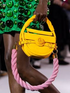 Sep 2019 - Balmain Spring 2020 Fashion Show Details. All the fashion runway close-up details, shoes, and handbags from the Balmain Spring 2020 Fashion Show Details. Cute Handbags, Cheap Handbags, Cheap Bags, Purses And Handbags, Popular Handbags, Cheap Purses, Fashion Week, Fashion Bags, Fashion Accessories
