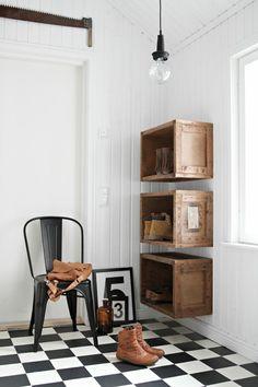 Flur einrichten: kreative Wandgestaltung mit Holzkisten
