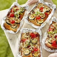 Pizza made on the grill? What a great way to start off the next neighborhood BBQ! Pizza Recipes, Grilling Recipes, Pork Recipes, Cooking Recipes, Cooking Tips, Bbq Catering, Restaurant Barbecue, Food Porn, Slow Cooker Bbq